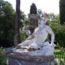 Дворец Ахиллион в парке скульптура «Умирающий Ахилл»