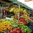 Рынок в Адлере продуктовый и вещевой.
