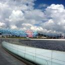 Музыкальный фонтан и Олимпийский факел в Олимпийском парке Сочи.