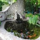 Пруд с рыбками в Алексеево-Акатовом женском монастыре.