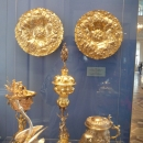 В Александровском зале Эрмитажа расположена экспозиция европейского художественного серебра 16-19 вв.