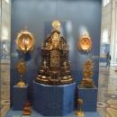 Постоянная экспозиция предметов европейского серебра в Александровском зале. Государственный Эрмитаж.