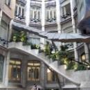 Лестница и фасад дома Ла Педрера, Барселона.