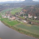 Вид на левый берег Эльбы и город Ратен. Германия.