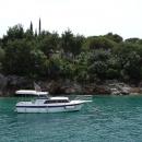 Посещение пляжа Жаница входит в морскую экскурсию по Боко-Которскому заливу.