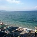 Пляжи Кемера галечные с прозрачной чистой водой.