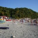 Поселковый галечный пляж курорта Новомихайловский.