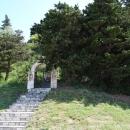 Вход на территорию православной церкви Святого Фомы с набережной Бечичи.
