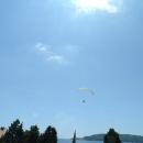 Параглайдинг на курорте Бечичи в Черногории.