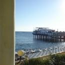 Вид с набережной Сочи на клуб и пляж Платформа.