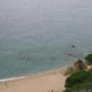 Пляж у скалы Рока-Гросса, курорт Калелья. Испания.