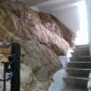 Подземный переход к пляжу на курорте Калелья, Испания.