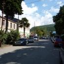 Центральная улица поселка Цандрипш на фоне Кавказских гор. Абхазия.