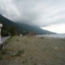 После шторма пляж Цандрипш Абхазия.