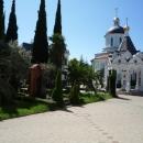 У собора Архангела Михаила в Сочи.