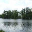 Вид на павильон «Зал на острову» и Чесменскую колонну. Екатерининский парк.