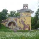 Башня-руина на территории Екатерининского парка. Пушкин.