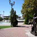 Каскад фонтанов. Памятник Высоцкому в Сочи.