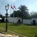 Вход на территорию резиденции президента в Тунисе.