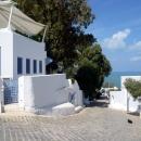 Спуск к Средиземному морю в городе Сиди-Бу-Саид. Тунис.