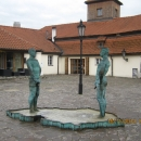 Фонтан около музея Франца Кафки. Прага. Чехия.