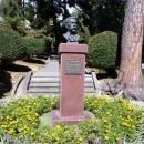 Памятник основателю парка Дендрарий в Сочи Худекову С.Н.