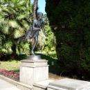 Дендрарий в Сочи. Скульптура Бегущая Римлянка.
