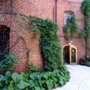 Внутренний двор (кордегардия) имеет в Башне Дона замкнутый круг.