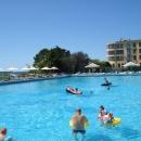 Открытый бассейн у отеля «Дельфин» в Сочи.