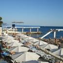 Муниципальный пляж «Эдем» у отеля «Дельфин» в Сочи.