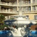 У отеля «Дельфин» в центре Сочи.
