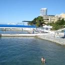 Вид с пляжей на отель «Дельфин». Сочи.