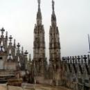 На крыше Собора Дуомо в Милане можно наслаждаться деталями архитектуры и красотой города.