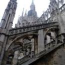 Сплетение шпилей, статуй и контрфорсов на соборе Дуомо в Милане.