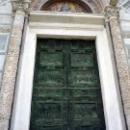 Бронзовые двери Пизанского собора.