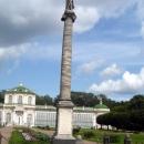 Каменная оранжерея и стела с Екатериной II в Кусково.