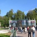 Здание из стекла - вход в музей Царицыно и памятник архитекторам Царицыно.