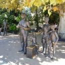 Сквер у Морвокзала Сочи. Памятник семье Горбунковых.