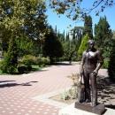 Памятник Высоцкому у Фестивального в Сочи.
