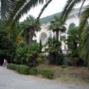 Вид на колоннаду с набережной Гагры.
