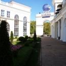 Вид на парк у торговой галереи «Гранд Марина» Сочи.
