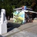 Набережная Гурзуфа украшена скульптурами.