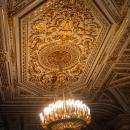 Потолок и люстра в Малахитовой гостиной Зимнего дворца. Государственный Эрмитаж, Санкт-Петербург.