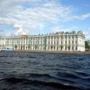 Вид на северный фасад Зимнего дворца с акватории Невы. Санкт-Петербург.