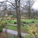 Английский парк поместья Глубока над рекой Влтавой в Чехии.