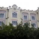 Замок Глубока состоит из 144 комнат, 11 башен и 2 внутренних дворов.
