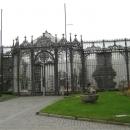 Застекленная оранжерея «Зимний сад» в замке Глубока в Южной Чехии.