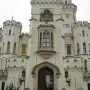 Замок Глубока перестраивался много раз и приобрел неоготический, романтический художественный стиль.