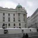 Площадь Saint Michael в Вене. Крыло Архангела Михаила дворца Хофбург. Австрия.