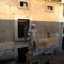 Скульптура Ангела во Дворике Святого Ангела.